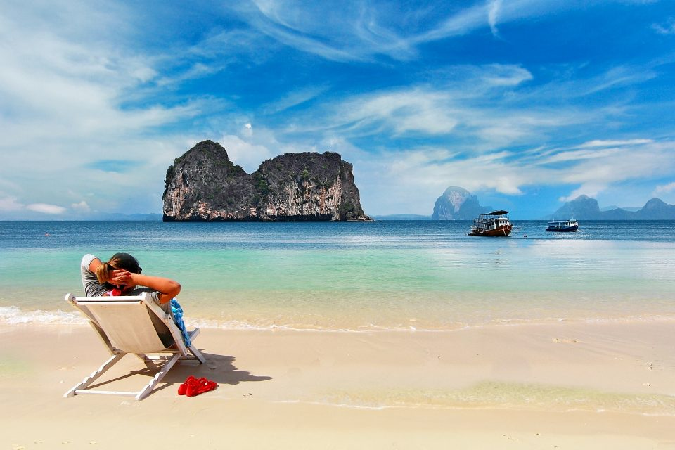 ultimate-guide-thailand-beaches-1-KOHKRADAN_LEAD-960x640